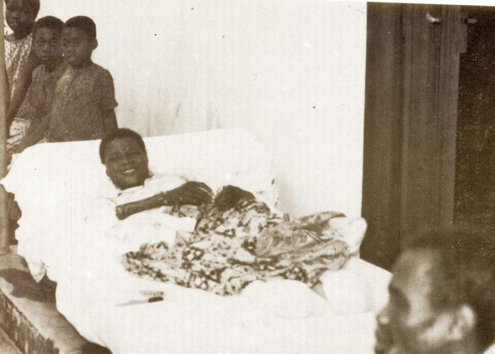 Robert-au-lit-1920