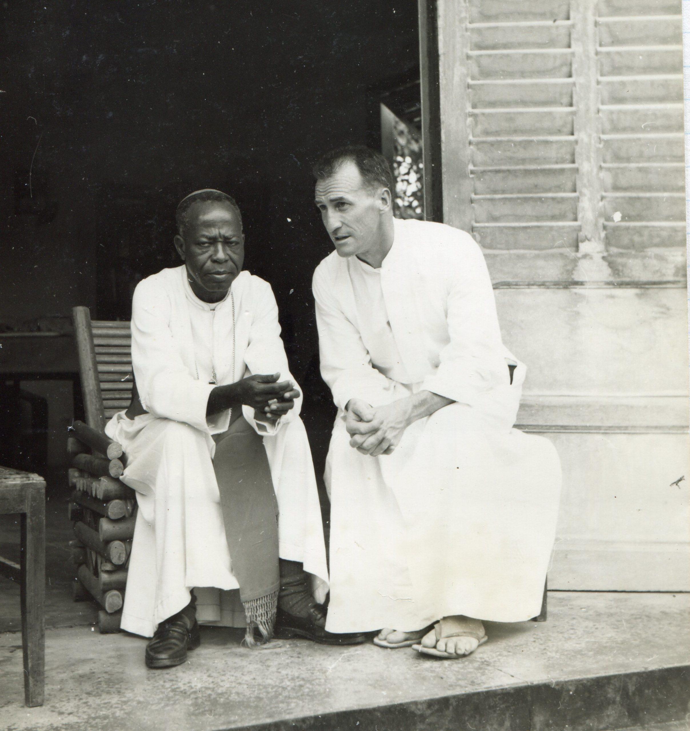 Mgr Mongo et père Raymond Jaccard